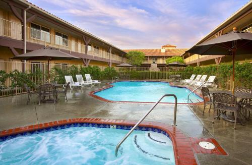 Picture of Ayres Suites Corona West