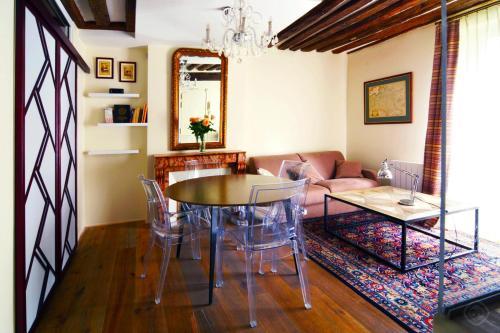 Charming Latin Area Apartment