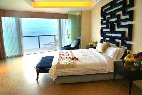 Royal Grand Premier Suite with Sea View