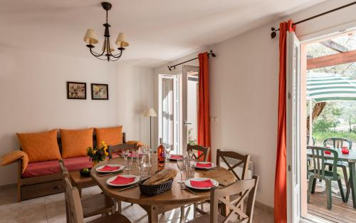 Dúplex de 3 dormitorios (8 adultos) - 2 niveles (Three-Bedroom Maisonette (8 Adults) - Split Level)