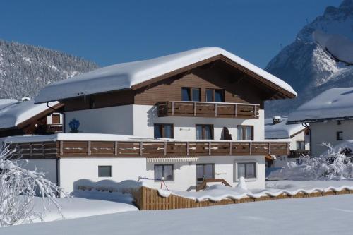 Haus Enzian - Apartment mit 2 Schlafzimmern mit Balkon