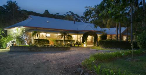 Noosa Valley Manor Boutique B & B