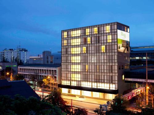 D Varee Xpress Makkasan Hotel front view