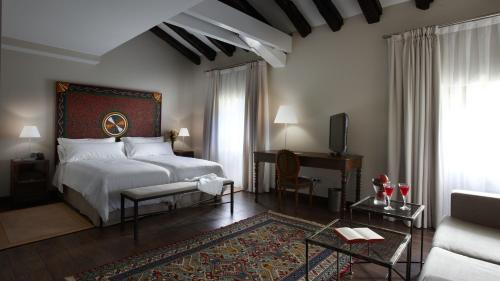 Superior Double or Twin Room Iriarte Jauregia 2