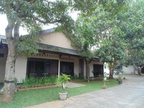 Hotel Tiara front view