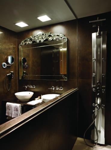 Habitación Doble Deluxe - 1 o 2 camas - Uso individual Hotel Castillo de Gorraiz Golf & Spa 3