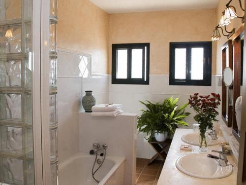 Doppel-/Zweibettzimmer mit Balkon und Meerblick Hotel Sindhura 10