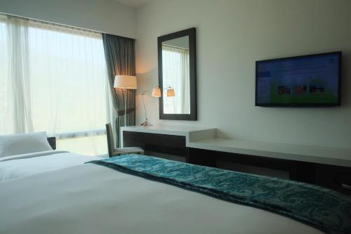 King or Twin Room with Extra Bed and Mountain View