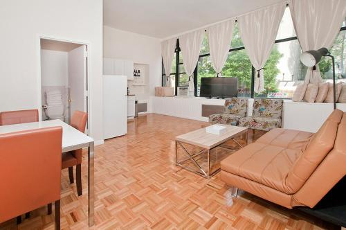 Two Bedroom Apartment - Between Park Ave & Lexington Avenue - Midtown East