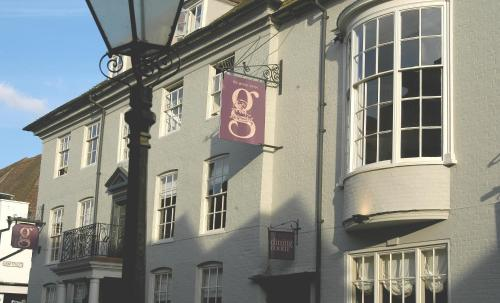 Smart Georgian frontage of the George Hotel in Rye
