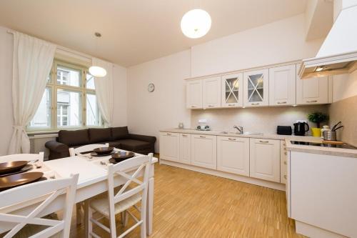 Modern Apartment Charv�tova