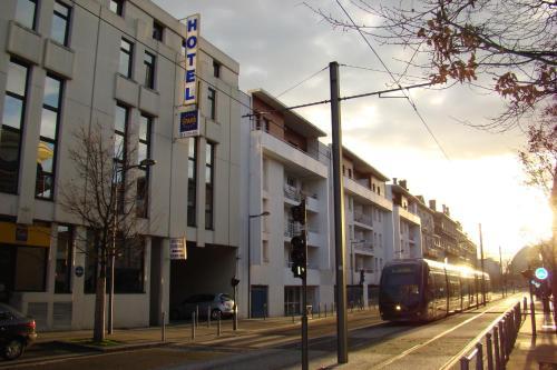 Stars bordeaux gare saint jean h tel 34 rue de tauzia for 3 rue lafaurie de monbadon 33000 bordeaux