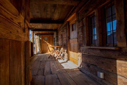 A walser house affittacamere rimella italia for Mobili walser