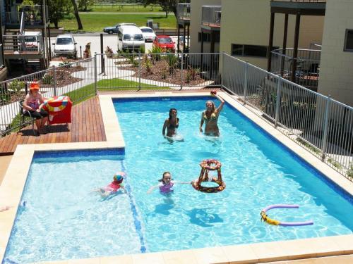 Emu Beach Resort Hostel
