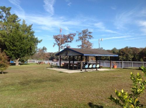 The Suwannee Gables Motel & Marina