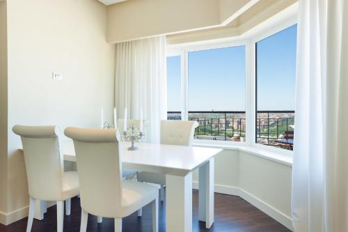 home select torre de madrid apartments