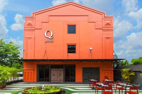Q Hotel front view