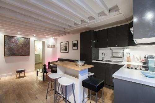 Apartment Canal Saint Martin
