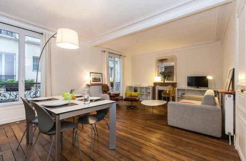 Apartment between Montmartre and Opera