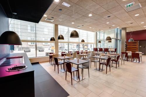 Campanile la roche sur yon centre gare h tel 93 - Restaurant la table la roche sur yon ...