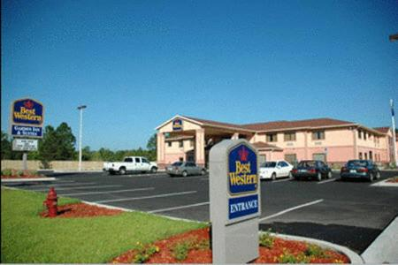 Photo of Best Western PLUS Wakulla Inn & Suites Hotel Bed and Breakfast Accommodation in Crawfordville Florida