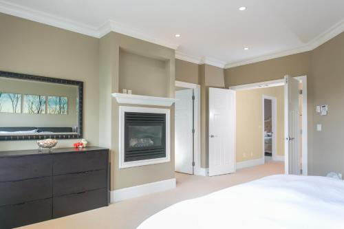 Luxury 4 Bedroom House In West Vancouverel