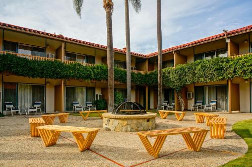 Best Western Plus Pepper Tree Inn Santa Barbara Ca Aaa Com