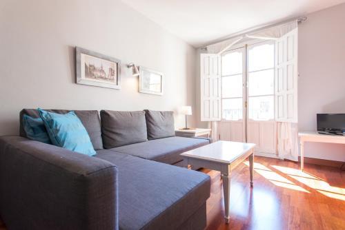 Q&Q Vidrio Apartments front view