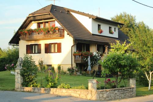 Guest House Ljubo & Ana front view