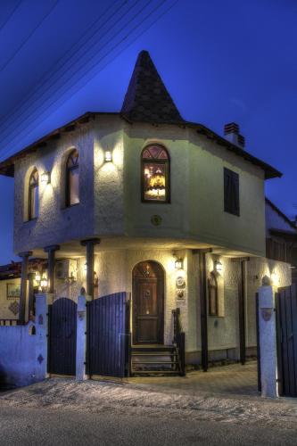 Chateaux Constantin Agistro