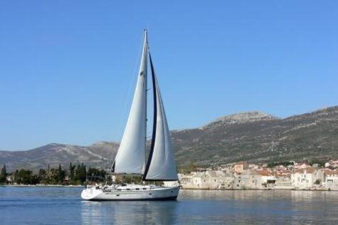Boat in Trogir (15 metres) 9