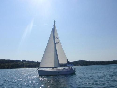 Boat in Trogir (12 metres) 7