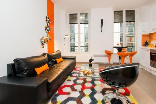 Modern Flat in Old Paris 2