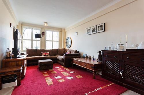 Vive Unique - Eton College Road Apartment