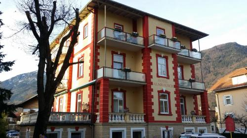 Hotel Almrausch (Bed and Breakfast)