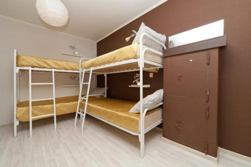 Легло в oбща спалня за жени с 8 легла (1 Person in 8-Bed Dormitory - Female Only)