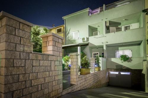 Apartments Ester