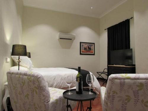 Street-Side Standard Queen Room - Disability Access and Pet-Friendly