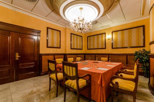 Hotel Infanta Cristina 34