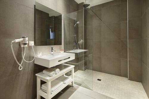Habitación con 1 cama doble o 2 individuales - Planta baja con vistas a las montañas Hotel San Prudentzio 2