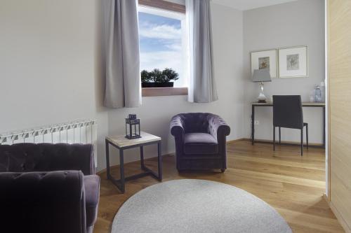 Suite con bañera de hidromasaje Hotel San Prudentzio 2