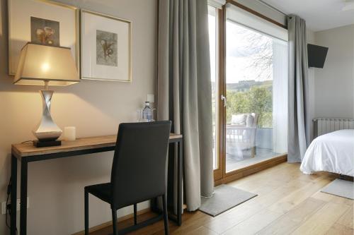 Suite con bañera de hidromasaje Hotel San Prudentzio 4