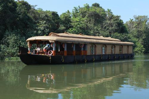 Indraprastham Houseboats