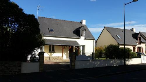 Holiday house rental in dinard location saisonni re 17 for Appart hotel dinard