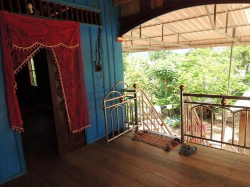 Thy Nhem Homestay, Châmbák Dângkôm