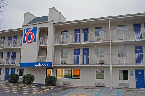 Motel 6 Charleston East Maccorkle Avenue