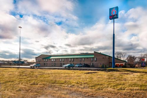 Motel 6 Chicago South - Lansing -  star rating for travel with kids