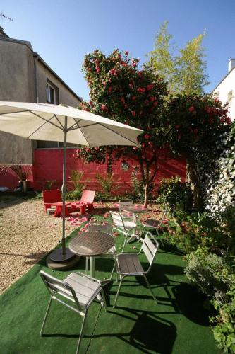 little lodge hotel h tel 24 rue de l 39 harteloire 29200. Black Bedroom Furniture Sets. Home Design Ideas