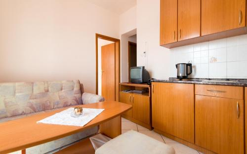 Comfort One-Bedroom Apartment with Balcony and Sea View (3 Adults)