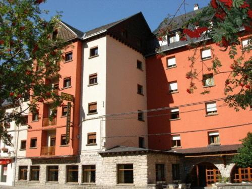 Hotel Villa de Canfranc front view